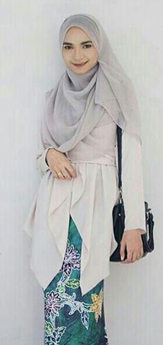 Hijab with beautiful batik sarong & kurungkimono(wrap cardigan) @mourissa_concept