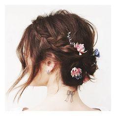 Amamos essa inspiração romântica da @kristin_ess Tranças estão em alta. 👍🏻 #inspiração #nabahia #trança #penteado #girly #hair #salaodebeleza #beleza #beautytips