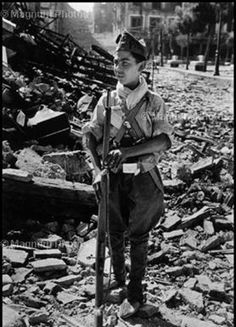 Robert Capa (Niño Republicano)