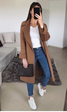 Lovely Spring Outfits To Update Your Wardrobe Casual Winter Outfits, Winter Fashion Outfits, Look Fashion, Spring Outfits, Womens Fashion, White Skirt Outfits, Cute Outfits, White Distressed Jeans, Teenager Outfits