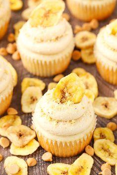 Peanut Butter Banana Cupcakes - moist, fluffy banana cupcakes with peanut butter cream cheese frosting!