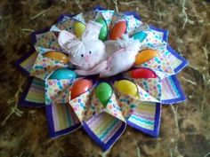 ready for easter Easter Projects, Easter Crafts, Holiday Crafts, Projects To Try, Table Runner And Placemats, Quilted Table Runners, Easter Wreaths, Christmas Wreaths, Christmas Ornaments