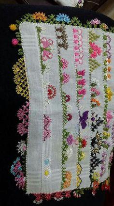 This Pin was discovered by Azi Filet Crochet, Crochet Lace, Cross Stitch Embroidery, Hand Embroidery, Saree Kuchu Designs, Needle Lace, Lace Making, Fabric Art, Handicraft