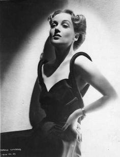 Carole Lombard, 1938 the hair! Old Hollywood Glamour, Hollywood Actor, Vintage Hollywood, Hollywood Stars, Hollywood Actresses, Classic Hollywood, Old Film Stars, Movie Stars, Divas