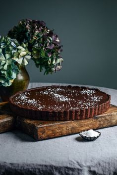 Dark Chocolate Tart with Sea Salt. maybe try with a white chocolate glaze Köstliche Desserts, Chocolate Desserts, Dessert Recipes, Chocolate Tarts, Dark Chocolate Torte Recipe, Plated Desserts, Sweet Pie, Sweet Tarts, Tart Recipes