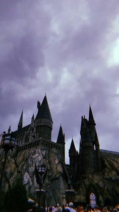 Hogwarts hp ⚡ em 2019 harry potter wallpaper, harry potter e Images Harry Potter, Décoration Harry Potter, Harry Potter Characters, Harry Potter Universal, Helloween Wallpaper, Movies Wallpaper, Harry Potter Background, Slytherin Aesthetic, Harry Potter Wallpaper