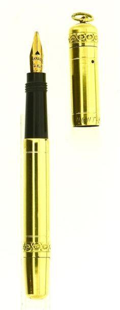 MONTBLANC 00, stylo plume rentrante Baby modèle court (65 mm), datant des années vingt. Habillage italien doublé or 18 KR, bélière au sommet du capuchon. Plume or 14 carats Warranted (usée), remplissage… - Artcurial - 06/12/2014