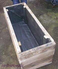 Mein Garten in der Mosel: Ein Palettenpflanzer (DIY) Diy Pallet Projects, Outdoor Projects, Garden Projects, Pallet Ideas, Garden Boxes, Garden Planters, Wood Planters, Balcony Garden, Potager Palettes
