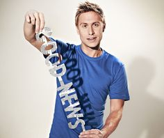 New obsession thanks to an incorrect URL I clicked: Russell Howard's Good News