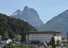 Grand Hotel Bellevue - Spar opptil 70% - Reis Smartere, Billigere og Lengre Hotel Bellevue, Grand Hotel, Mount Everest, Mountains, Nature, Travel, Voyage, Viajes, Traveling