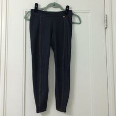 A/X Jeggings Versatile - has zippers on the ankles Armani Exchange Pants Leggings
