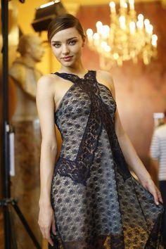 43 Sexy and Hot Miranda Kerr Pictures - Bikini, Ass, Boobs - Sharenator Miranda Kerr Outfits, Miranda Kerr Style, Star Fashion, Fashion Models, Fashion Show, Floral Frocks, Australian Models, Simple Dresses, Supermodels