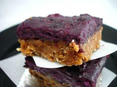 Sticky Berry Bars -paleomg  I use pecans instead of cashews and raspberries instead of blackberries in an 8x8 pan. YUMMY!