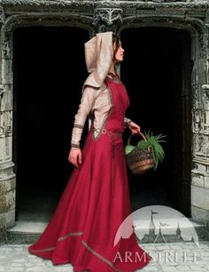 Simple day garb, yet so pretty.  Love this ~ wrong time period but I do love the look.