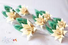 Boutonnière I - Flor de lapela com lírios de origami, para noivos e padrinhos - Hikari's Origami  Saiba mais em: http://hikarisorigami.wix.com/hikarisorigami