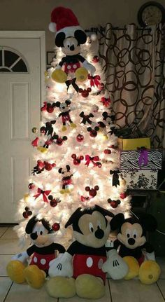 108 Elegant & Luxurious White Christmas Tree Decor Ideas - C.- 108 Elegant & Luxurious White Christmas Tree Decor Ideas – Chicbetter Inspiration for modern women - Mickey Mouse Christmas Tree, Disney Christmas Decorations, Christmas Tree Design, Christmas Tree Themes, White Christmas, Christmas Fun, Christmas Bathroom, Xmas Tree, Elegant