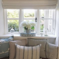 Happy weekend allll 🍂💓🍁Were off out for dinner tonight to celebrate Mikes birthday 🎉 Whats everyone else got planned? 🌸 . . . . . . . . . #windowseat #windowdisplay #cottagedecor #cottagestyle #cottages #moderncountry #countryhome #countrycottage #countryinteriors #hydrangeas #tickingstripe #blinds #softfurnishings #cushions #periodproperty #homedetails #myhomevibe #countryhomesandinteriors #windowsill #homelife #countrystyle #farrowandball #cosycorner #myinterior #interiorsofinstagram…
