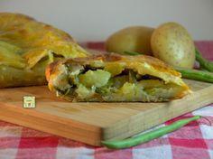 Strudel di patate e fagiolini, ricetta facile per una deliziosa torta salata gustosa e saporita perfetta per cene o gite