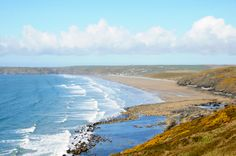 Newgale Beach in #Pembrokeshire is popular for surfing, sea kayaking, kite surfing and family fun. 3 miles of unspoilt golden sands backed by a huge storm bank of pebbles, rugged sea cliffs and a small village. #amazingbeaches