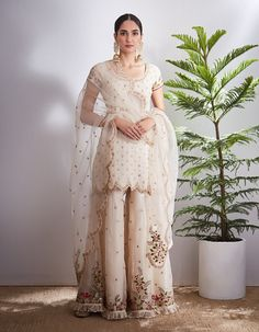 Embroidery Suits Punjabi, Embroidery Suits Design, Embroidery Fashion, Punjabi Suits Designer Boutique, Indian Designer Outfits, Designer Dresses, Pakistani Dresses, Indian Dresses, Indian Outfits
