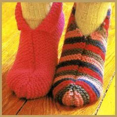 Hausschuhe stricken, warm und gemütlich, Strickanleitung Knitted Slippers, Knit Mittens, Knitted Blankets, Knitting Socks, Baby Knitting, Point Mousse, Knit Shoes, Easy Knitting Patterns, Crochet Patterns