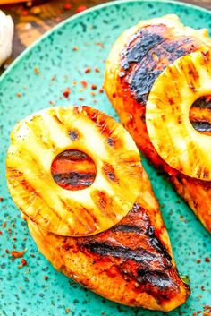 Grilled Pineapple Chicken is a quick and easy meal on the grill! Chicken breasts marinated and grilled with pineapple slices! Pineapple Pork Chops, Grilled Pineapple Chicken, Pineapple Chicken Recipes, Grilled Chicken Recipes, Easy Chicken Recipes, Pineapple Slices, Marinated Chicken, Chewy Chicken, Baked Chicken Breast