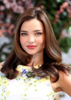 Miranda Kerr styles her hair with care, and this is one of her immaculate looks. Celebrity Hairstyles, Diy Hairstyles, Pretty Hairstyles, Hairstyle Ideas, Brunette Hairstyles, Brown Hairstyles, Perfect Hairstyle, Everyday Hairstyles, Latest Hairstyles