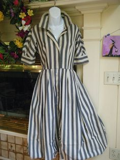 Love the collar and sleeve length! Not crazy about the fabric (vintage 50s 60s Nautical dress)