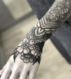 Hand Tattoos Little Ideas Hand Tattoos For Women, Sleeve Tattoos For Women, Tattoos For Guys, Small Tattoos, Mandala Tattoo Sleeve Women, Tattoos Mandalas, Mandala Hand Tattoos, Best Sleeve Tattoos, Body Art Tattoos