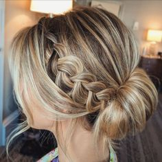 Textured braid with roll up wedding hairstyle ideas,wedding updo #weddinghairstyle #updo #weddinghair #bridalhair