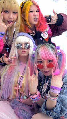 Pastel Rainbow Hair   http://pastelcubes.tumblr.com/