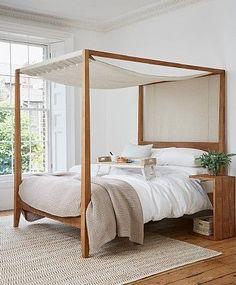 So ein gemütliches Himmelbett aus Holz! Die Naturfarben sorgen für den perfekten Schlaf!