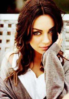 Mila Kunis : Shy Look