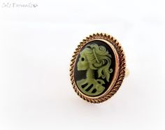 Zombie skeleton cameo ring, gothic jewelry #halloween #zombie #skeleton