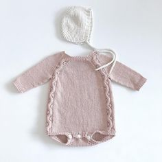 Knitting For Kids, Baby Knitting Patterns, Baby Patterns, Knitted Baby Cardigan, Knitted Baby Clothes, Baby Outfits, Kids Outfits, Baby Girl Fashion, Baby Sewing