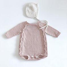 Knitting For Kids, Baby Knitting Patterns, Baby Patterns, Knitted Baby Cardigan, Knitted Baby Clothes, Baby Girl Fashion, Kids Fashion, Crochet Baby, Knit Crochet