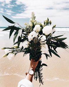Beautiful Rustic Green And White Flower Arrangements - Decomagz Fresh Flowers, White Flowers, Beautiful Flowers, White Flower Arrangements, Flower Aesthetic, Planting Flowers, Calla Lily, Wedding Flowers, Peonies