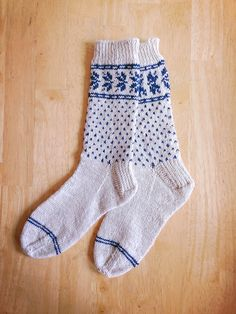 Ravelry: Project Gallery for Nikoline pattern by Dianna Walla