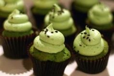 Pure Matcha Green Tea Powder Tradition Natural G. All You Need Is, Just Desserts, Delicious Desserts, Yummy Food, Green Tea Cupcakes, Matcha Tea Benefits, Matcha Green Tea Powder, Best Tea, Tea Cakes