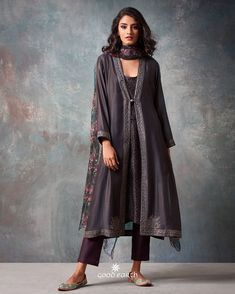 Dress Indian Style Outfit 28 Ideas Source by indian Pakistani Dresses, Indian Dresses, Indian Outfits, Ethnic Dress, Indian Ethnic Wear, Women's Fashion Dresses, Casual Dresses, Indian Fashion Trends, Fashion Ideas