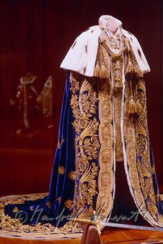 Coronation Robes of The Hapsburg Dynasty Court Dresses, Royal Dresses, Medieval Clothing, Historical Clothing, King Outfit, Royal Clothing, Cool Outfits, Fashion Outfits, Theatre Costumes