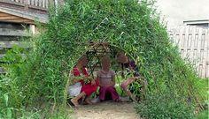 Een prachtig verstopplekje in de tuin deze hut van wilgentenen.