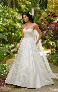 Style #D3064 Sample available at Ellynne Bridal (Lincoln, Nebraska) for National Bridal Sale: July 17th - July 24th 2021. Visit our website or call to book an appointment: (402)-489-7770 Wedding Dress Pictures, Dream Wedding Dresses, Designer Wedding Dresses, Wedding Gowns, Wedding Designers, Vows Bridal, Bridal Salon, Bridal Gowns, Bridal Suite