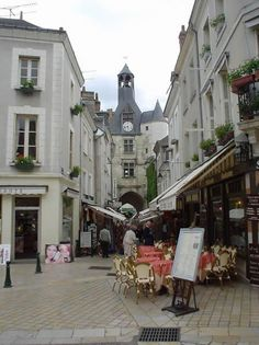Amboise - Such a lovely town to stroll. One of my favorite places in France Places Around The World, The Places Youll Go, Places Ive Been, Places To Visit, Tours Loire Valley, Amboise France, Paris Love, Group Travel, Travel Memories
