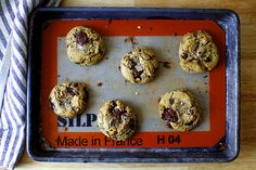 salted chocolate chunk cookies http://smittenkitchen.com/blog/2015/04/salted-chocolate-chunk-cookies/