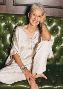 Joan Baez, folksinger/activist at 74 ✿⊱╮JS Joan Baez, Beautiful Old Woman, Beautiful People, Simply Beautiful, Grey Hair, Lilac Hair, Pastel Hair, Blue Hair, Advanced Style