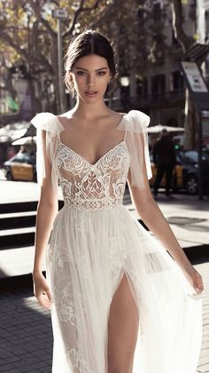 Gali Karten Bridal 2017 Wedding Dress Source by BelleMagazine The post Gali Karten Wedding Dresses 2017 & Barcelona Bridal Collection appeared first on wedding. Country Wedding Dresses, Wedding Dress Trends, Dream Wedding Dresses, Wedding Gowns, 2017 Wedding, 2017 Bridal, Elf Wedding Dress, Ivory Wedding, Tulle Wedding