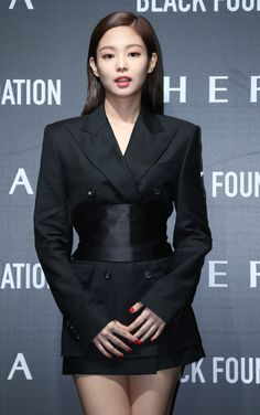 Blackpink Fashion, French Fashion, Rapper, How To Make Brown, Sophisticated Outfits, Tuxedo Dress, Black Tuxedo, Girl Celebrities, Jennie Blackpink