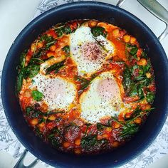 Spicy Baked Eggs with Chickpeas, Tomatoes and Spinach — S Johnson Consulting Spinach Egg, Spinach Recipes, Chickpea Recipes, Healthy Recipes, Delicious Recipes, Shakshuka Recipes, Baked Eggs, Meal Prep, Meals