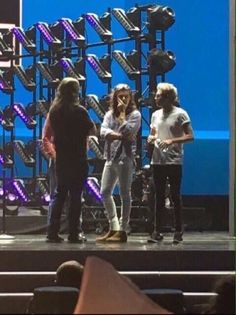 Harry Styles and Niall Horan Rehearsing for 2015 AMA (from Twitter) Embedded image permalink